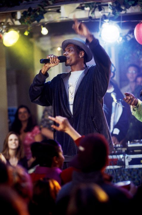 Rapper Snoop Doggy Dogg sorgt auf der Party für eine ausgelassene Stimmung ... - Bildquelle: DreamWorks SKG