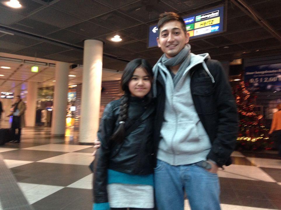 Willkommen in München! Saruul und seine Schwester Nila kurz nach der Landung
