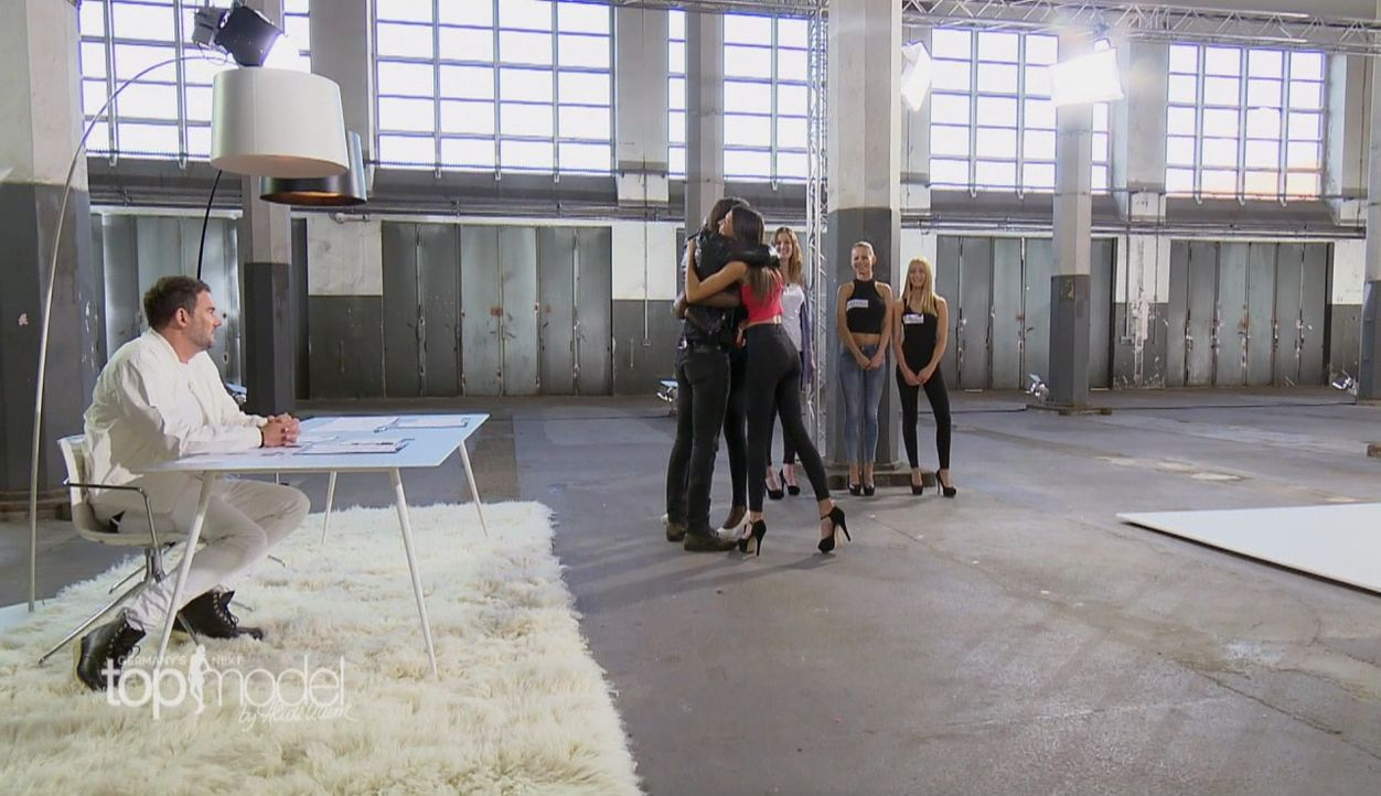 GNTM-S12-Sendung01-Casting-Muenchen3 - Bildquelle: ProSieben