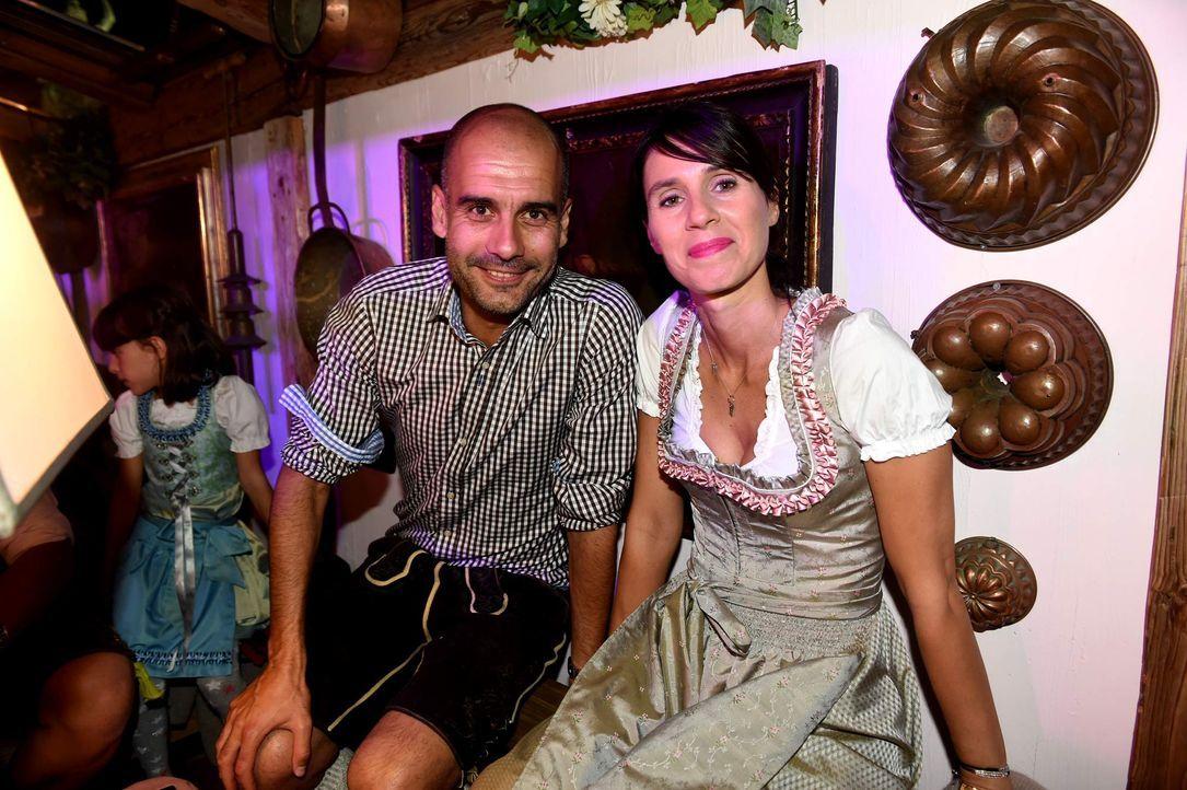 150926-Pep-und-Gattin-Christa-dpa - Bildquelle: dpa