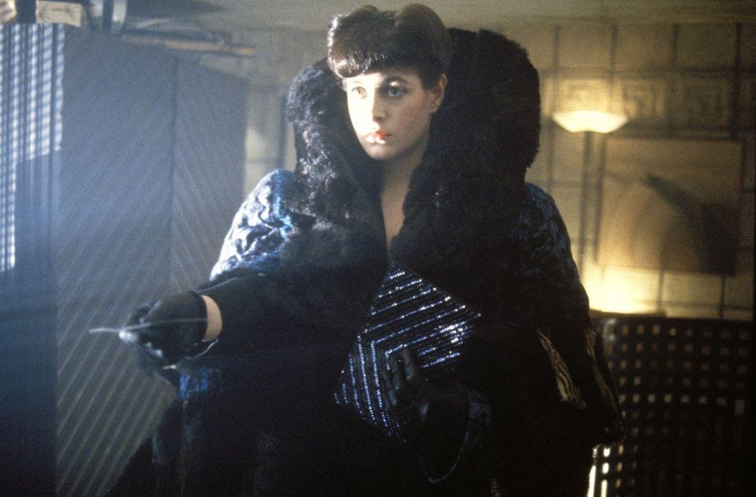 Rachael (Sean Young) weiß selbst nicht, ob sie Mensch oder Maschine ist ... - Bildquelle: Warner Bros.