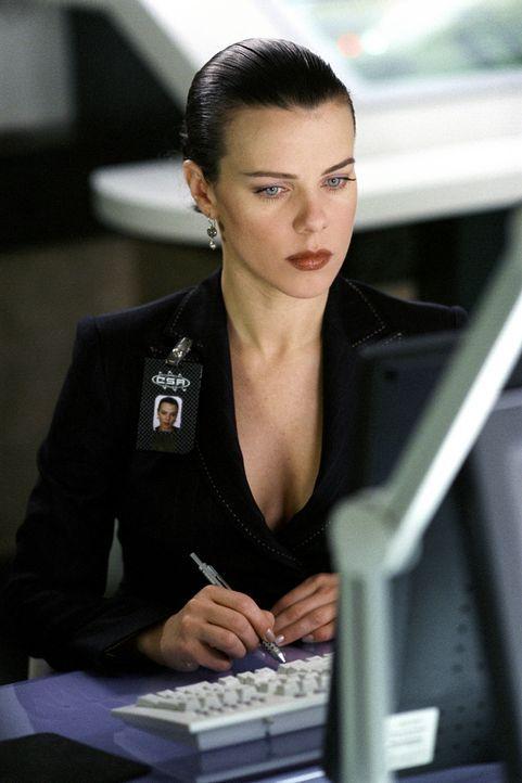Als ihr Chef Clark Devlin bei einem Bombenanschlag schwer verletzt wird, muss die bezaubernde Agentin Del Blaine (Jennifer Love Hewitt) erstmalig an... - Bildquelle: TM &   2002 DreamWorks LLC. All Rights Reserved