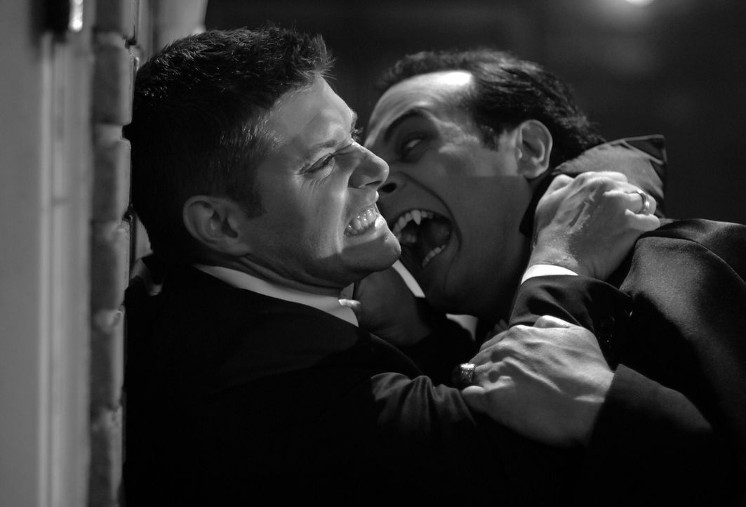 Während des Oktoberfests in Pennsylvania geschehen Morde, denen Dean (Jensen Ackles, l.) und Sam nachgehen. Dabei stoßen sie auf einen gefährlich... - Bildquelle: Warner Bros. Television