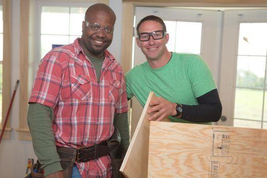 Gemeinsam mit Chris Grundy (l.) macht sich Josh Temple (r.) an sein neuestes...