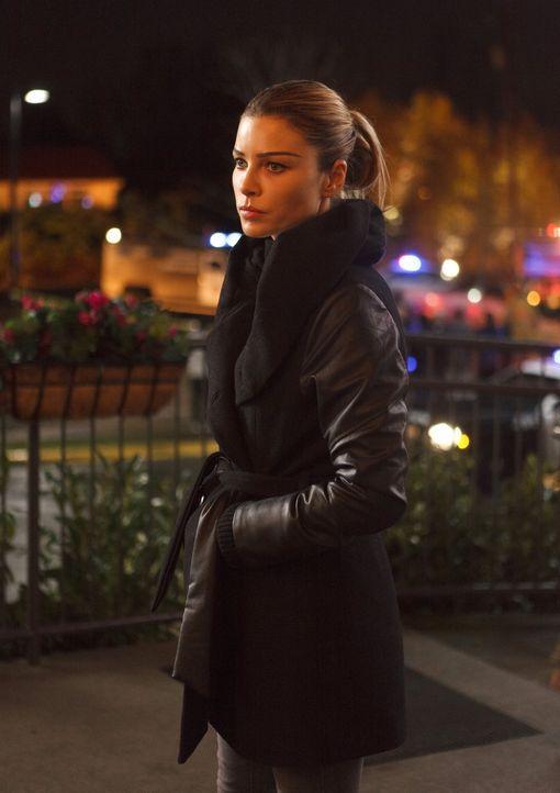 Noch immer sucht Chloe (Lauren German) verzweifelt nach Hinweisen, wer oder was Lucifer wirklich ist. Wird sie die Wahrheit schlussendlich einsehen? - Bildquelle: 2016 Warner Brothers