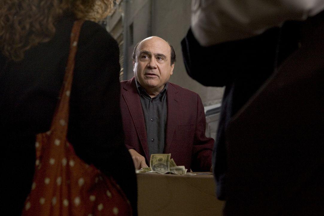 Mit kleinen Tricks und raffinierten Täuschungen hält sich Walter (Danny DeVito, M.) über Wasser. Im Spielcasino trifft er auf die verzweifelte Ro...