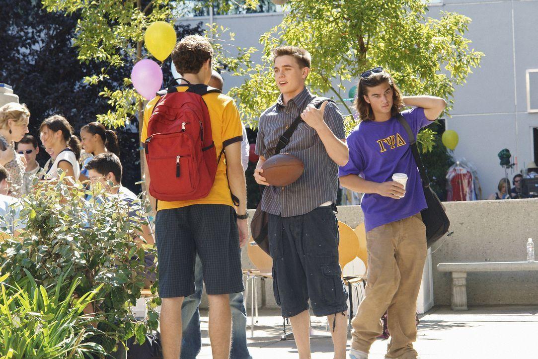 Die Zeit, in der die Verbindungen neue Füchse suchen, hat begonnen: Rusty (Jacob Zachar, l.) ist von Andy (Jesse McCartney, 2.v.r.) begeistert und m... - Bildquelle: 2008 ABC Family