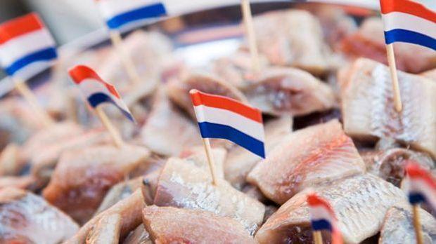Die Niederländer lieben die würzig marinierten Matjeshappen