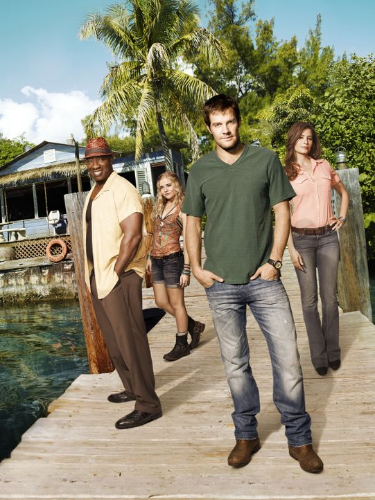 (1. Staffel) - THE FINDER mit Geoff Stults (2.v.r.)  als Walter Shermann, Mercedes Masöhn (r.) als Deputy U.S. Marshal Isabel Zambada, Michael Clar... - Bildquelle: 20th Century Fox International Television