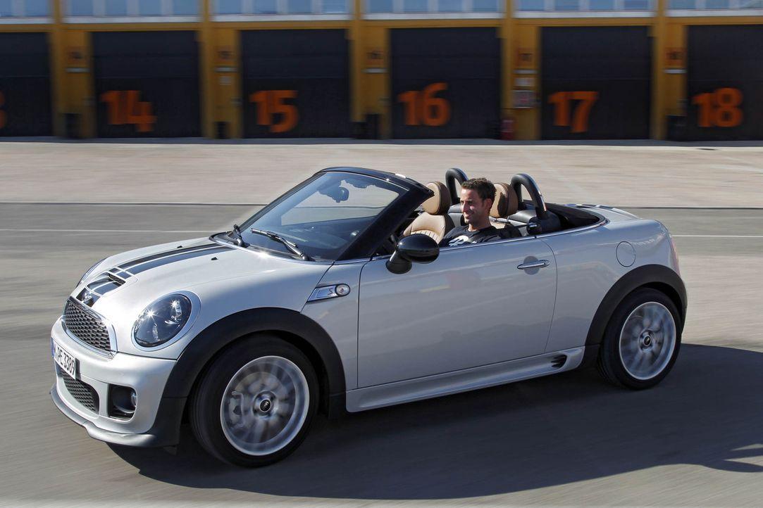 """Unter der Sonne Portugals darf """"Abenteuer Auto""""-Moderator Jan Stecker persönlich herausfinden, wie viel Roadster wirklich im Mini steckt ... - Bildquelle: kabel eins"""