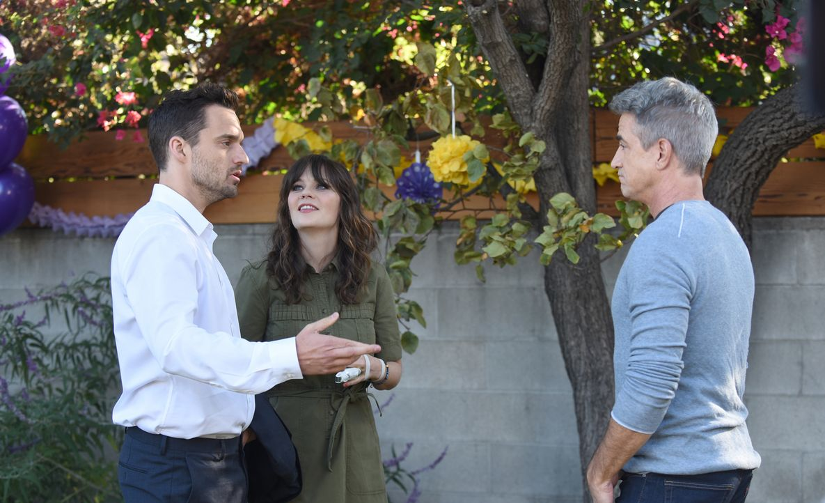 Pünktlich zur Geburtstagsfeier von Cece und Schmidts Tochter kehren Nick (Jake Johnson, l.) und Jess (Zooey Deschanel, r.) von einer sechsmonatigen... - Bildquelle: Ray Mickshaw 2018 Fox and its related entities.  All rights reserved.