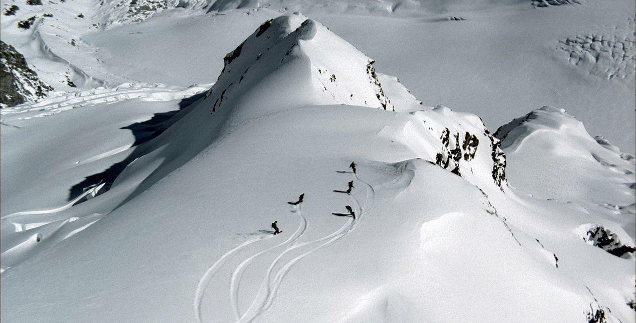 In der traumhaften Bergwelt der Schweizer Alpen, fernab jeglicher Pisten, trainieren Gaspard und die anderen für die Wettbewerbe ... - Bildquelle: Canal+