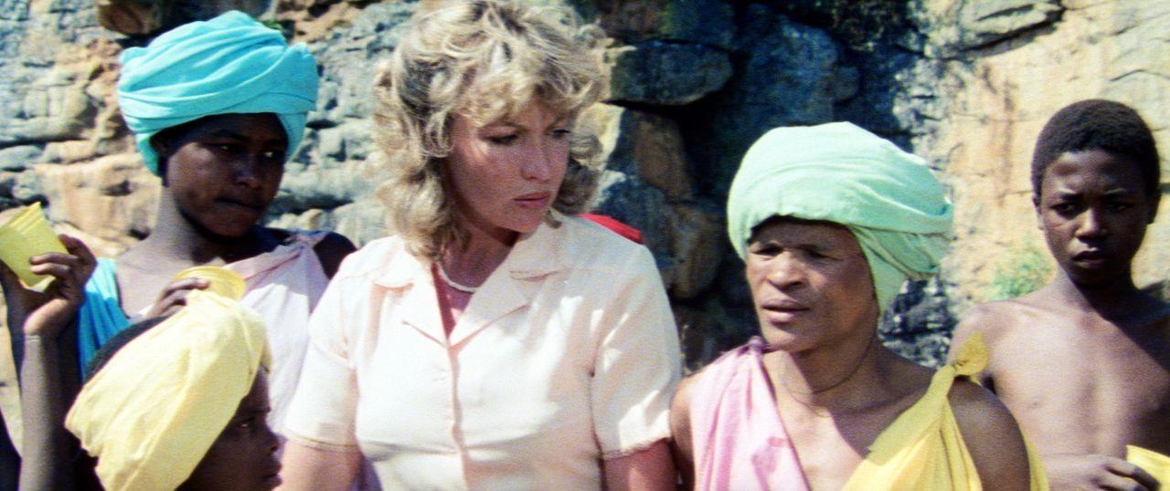 Die Großstadt-Lehrerin Kate (Sandra Prinsloo, 2.v.l.) hat in der Kalahariwüste einen gewissen Kulturschock zu überwinden ... - Bildquelle: 20th Century Fox Film Corporation
