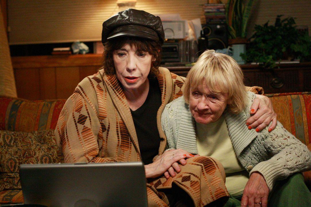 Lassen nicht locker bei den Nachforschungen über Daves Leben: Mrs. McCluskey (Kathryn Joosten, r.) und ihre Schwester Roberta (Lily Tomlin, l.) ... - Bildquelle: ABC Studios