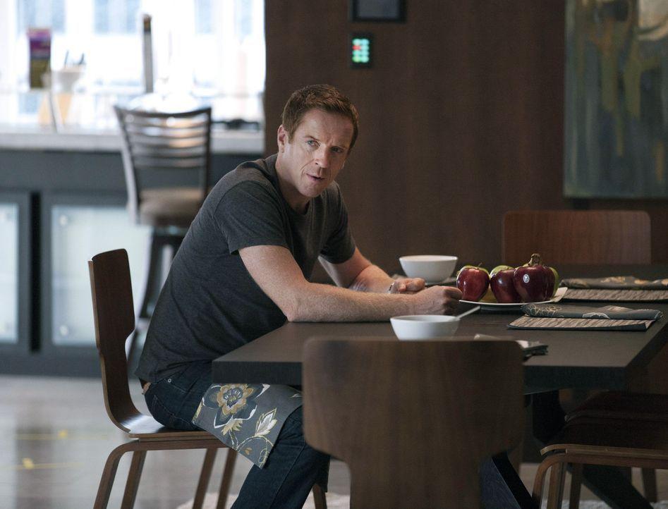 Während Brody (Damian Lewis) feststellt, dass er bei seiner Familie nicht mehr zu Hause ist, sieht Saul seine Karriere bei der CIA in Gefahr ... - Bildquelle: 20th Century Fox International Television