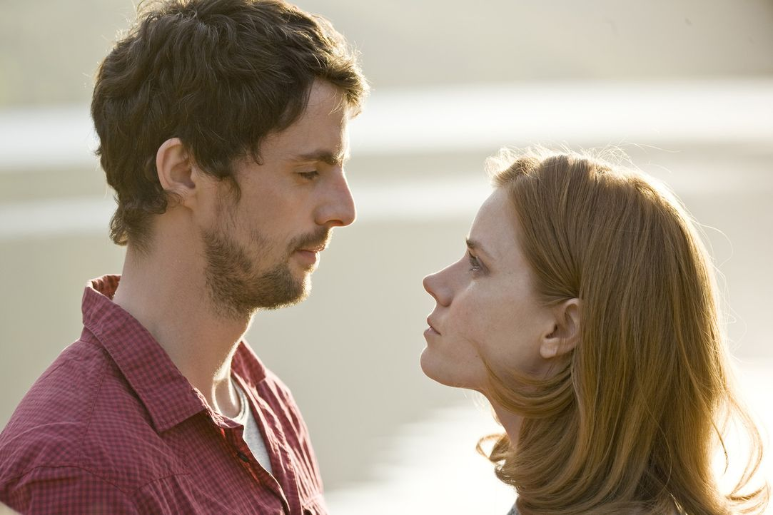 Die Zeit die Anna (Amy Adams, r.) und Declan (Matthew Goode, l.) zusammen verbringen scheint einiges zu verändern ... - Bildquelle: 2010 Universal Studios