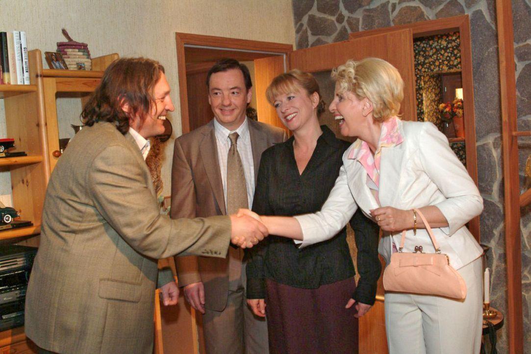 Lisas Eltern Bernd (Volker Herold, l.) und Helga (Ulrike Mai, 2.v.r.) haben Jürgens Eltern Traudel (Gabriele Metzger, r.) und Kurt (Thomas Hinrich,... - Bildquelle: Monika Schürle Sat.1