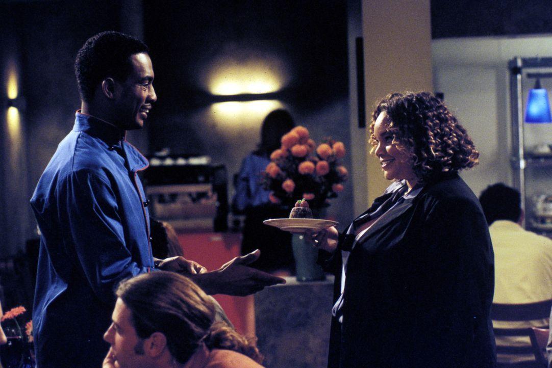 Jeremiah (Bill Bellamy, l.) hat ein Schreckerlebnis mit einer verflossenen Geliebten. Wie alle seine Ex-Frauen hat er auch Cindy (Masasa, r.) mit ei... - Bildquelle: Paramount Television