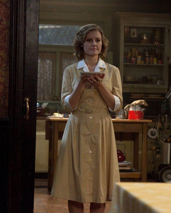 Ist in ihr altes Leben zurückgekehrt: Bobbys tote Frau Karen (Carrie Fleming) ... - Bildquelle: Warner Brothers