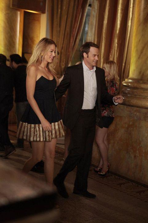 Serena (Blake Lively, l.) entdeckt, dass es schwieriger ist als sie dachte, sich mit Stevens (Barry Watson, r.) Tochter Sage anzufreunden ... - Bildquelle: Warner Brothers