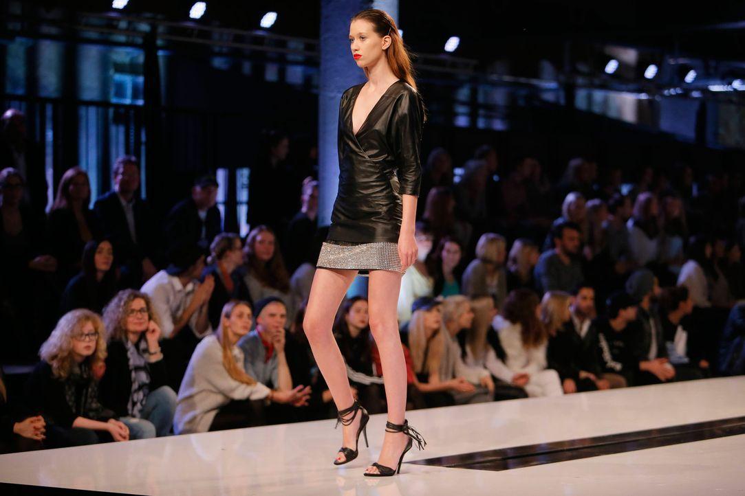 GNTM-Stf11-Epi01-erste-fashion-show-20-ProSieben-Huebner - Bildquelle: ProSieben/Richard Huebner