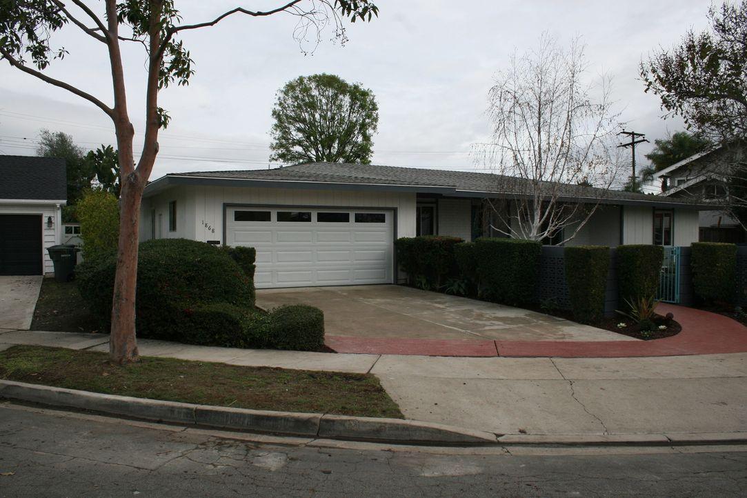 Hält dieses Haus, welches sie durch ein E-Mail Angebot erhalten haben, das große Geld für die Super-Makler bereit? - Bildquelle: 2015,HGTV/Scripps Networks, LLC. All Rights Reserved