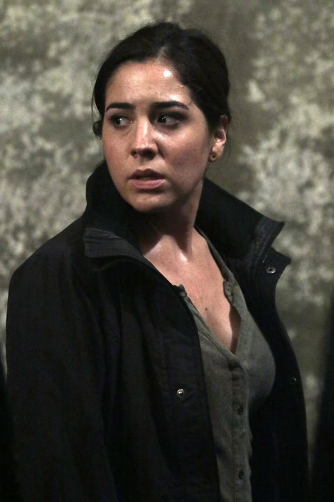 Eigentlich wollte Agentin Zapata (Audrey Esparza) ihr Rücktrittsgesuch an Mayfair übergeben, doch dann erfährt sie, dass CIA-Vizedirektor Carter erm... - Bildquelle: Warner Brothers