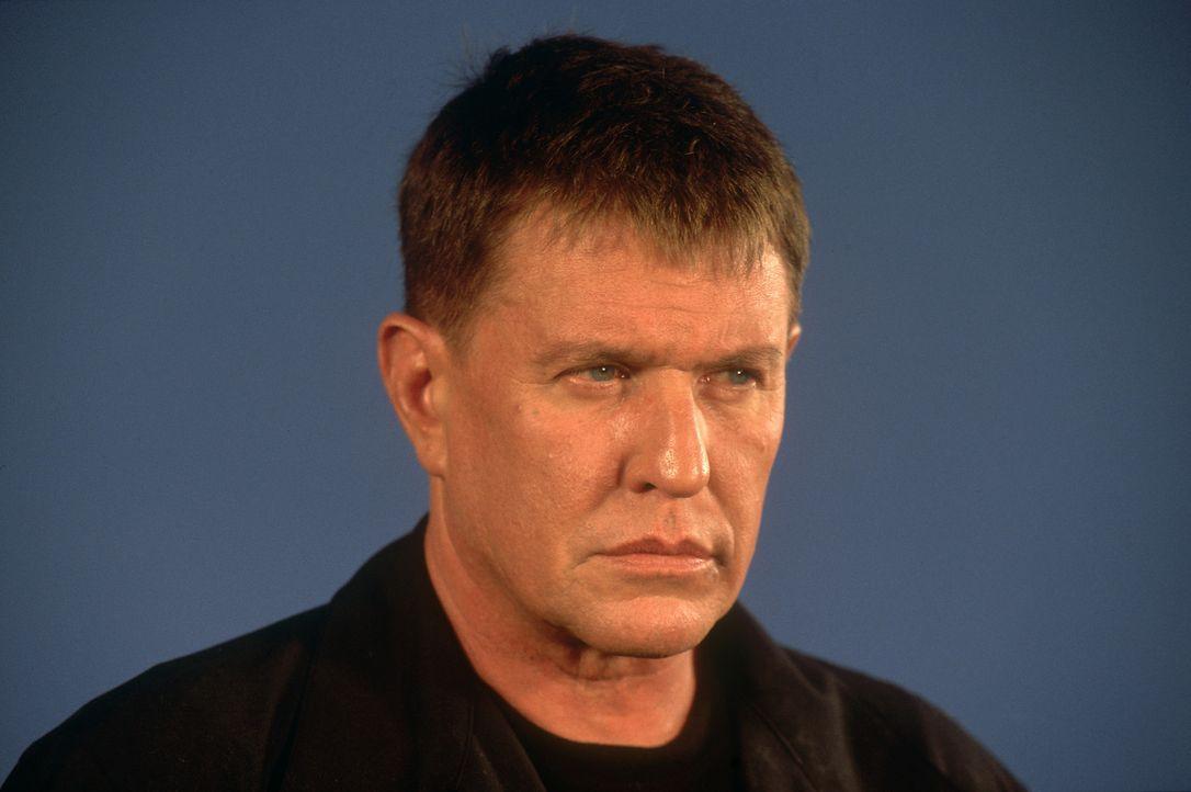Sniper Thomas Beckett (Tom Berenger) soll ausgerechnet seinen alten Kumpel Paul Finnegan erledigen, der ihm einst das Leben rettete ... - Bildquelle: 2004 Sony Pictures Home Entertainment Inc. All Rights Reserved.