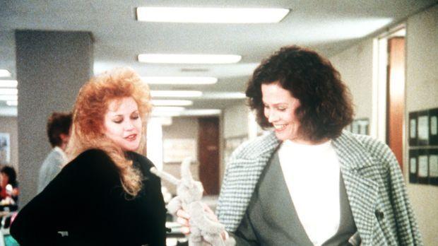 Als die fleißige Sekretärin Tess (Melanie Griffith, l.) eine neue Chefin (Sig...