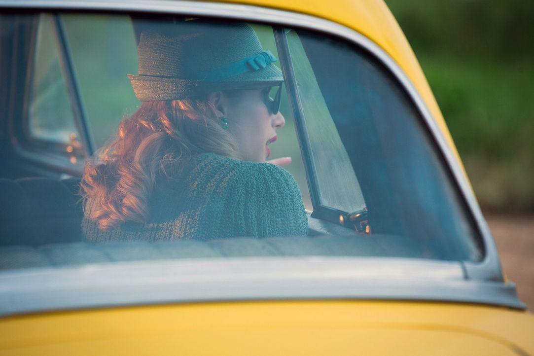 Maggie (Emma Roberts) versucht, Elsa davon zu überzeugen, dass sie als Wahrsagerin in die Familie aufgenommen werden sollte. Wird es ihr gelingen? - Bildquelle: 2014-2015 Fox and its related entities. All rights reserved.