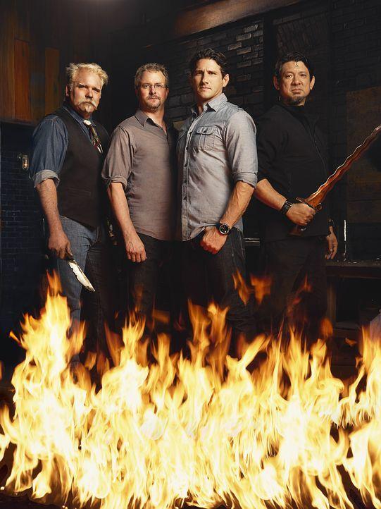 """Suchen bei """"Forged in Fire"""" den besten Waffenschmied: die Experten David Becker (l.), J. Neilson (2.v.l.), Doug Marcaida (r.) sowie Moderator und US... - Bildquelle: A&E Television Networks"""