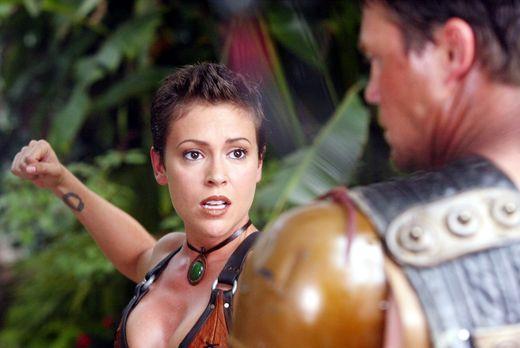 Charmed - Zauberhafte Hexen - Phoebe (Alyssa Milano, l.) entdeckt an sich ein...