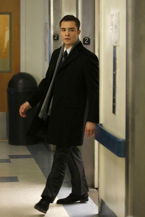 Von seinen Gefühlen überwältigt, flieht Chuck (Ed Westwick) aus dem Krankenhaus. - Bildquelle: Warner Brothers
