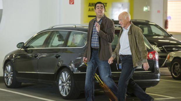 Volker (Dietrich Hollinderbäumer, r.) will Bastian (Bastian Pastewka, l.) und...
