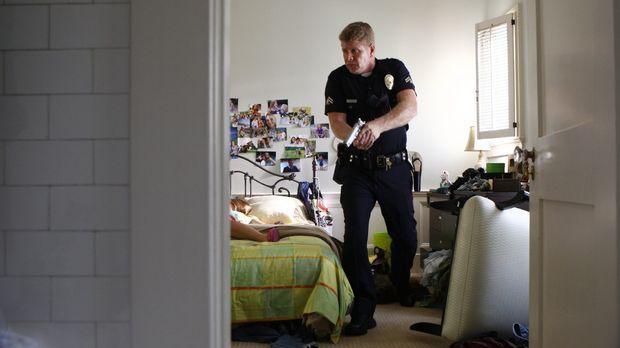 Officer John Cooper (Michael Cudlitz) macht eine grausame Entdeckung ... © Wa...