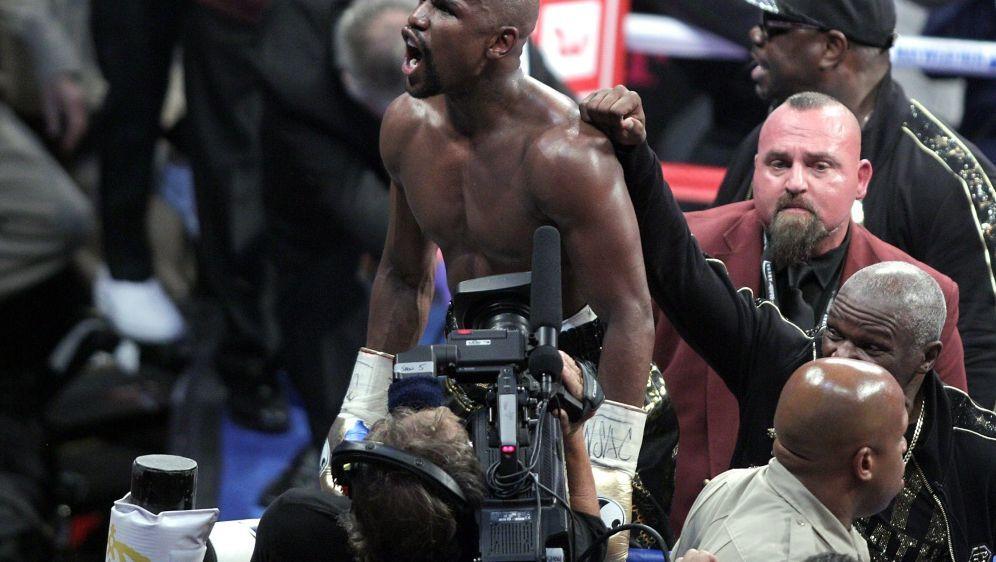 Floyd Mayweather bleibt unbesiegt. - Bildquelle: SID-SID-AFPJOHN GURZINSKI