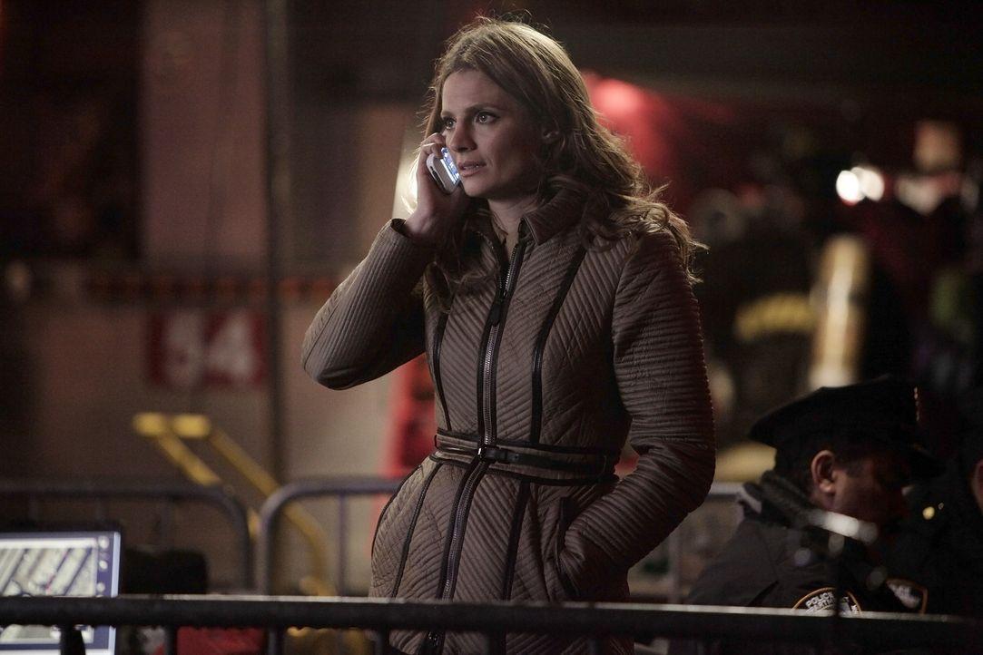 Macht sich große Sorgen um ihre Kollegen, die in einem brennenden Gebäude festsitzen: Kate Beckett (Stana Katic) - Bildquelle: 2013 American Broadcasting Companies, Inc. All rights reserved.