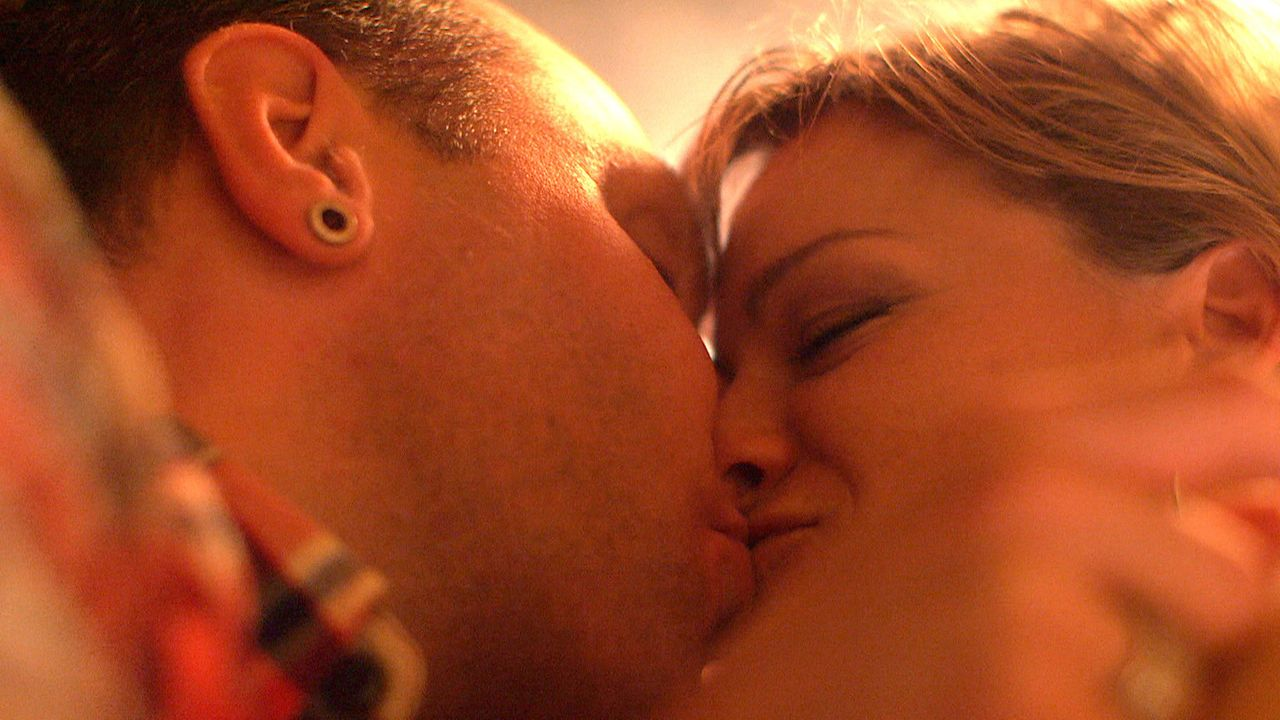 Trotz der Probleme in ihrer Patch-Work-Family sind Michael (l.) und Christina (r.) sehr glücklich miteinander ... - Bildquelle: SAT.1