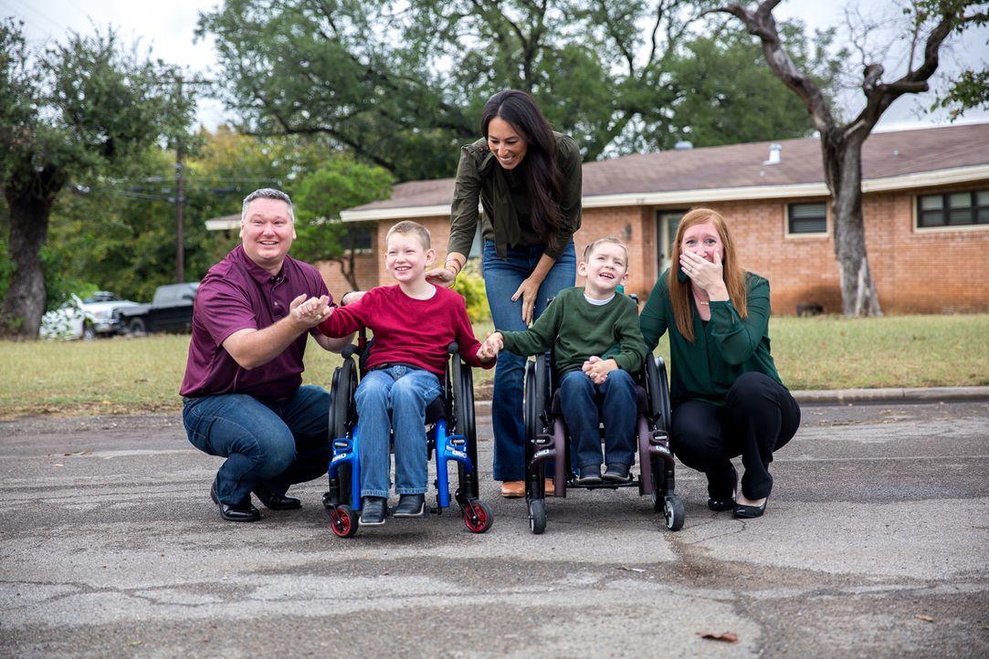 Bei der Enthüllung ihres neuen und und endlich auch barrierefreien Hauses kann die Familie Copp ihr Glück kaum fassen. - Bildquelle: Jeff Jones 2018, HGTV/Scripps Networks, LLC. All Rights Reserved.