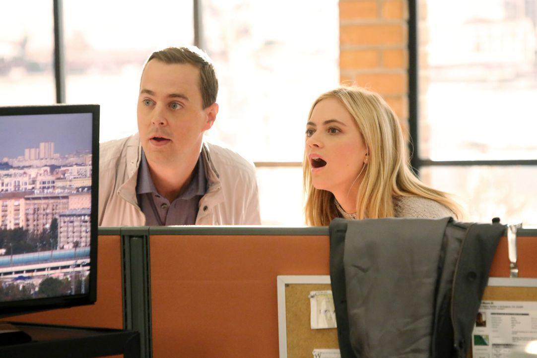 Während der Ermittlungen in einem neuen Fall wundern sich McGee (Sean Murray, l.) und Bishop (Emily Wickersham, r.) über Tonys seltsames Verhalten .... - Bildquelle: CBS Television