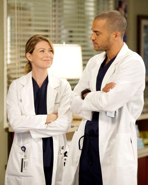 Im Bewusstsein, dass Derek vielleicht nie wieder in der Lage sein wird, zu operieren, hört Meredith (Ellen Pompeo, l.) damit auf, von den Operatione... - Bildquelle: ABC Studios
