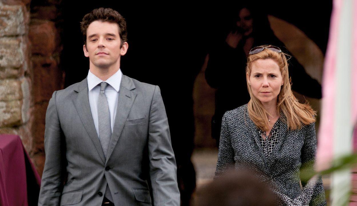 Hochzeitsplaner Steve (Michael Urie, l.) und seiner Kollegin Emma (Sally Phillips, r.) bleiben nur 24 Stunden, um eine Braut aufzutreiben, die als L... - Bildquelle: Tiberius Film GmbH