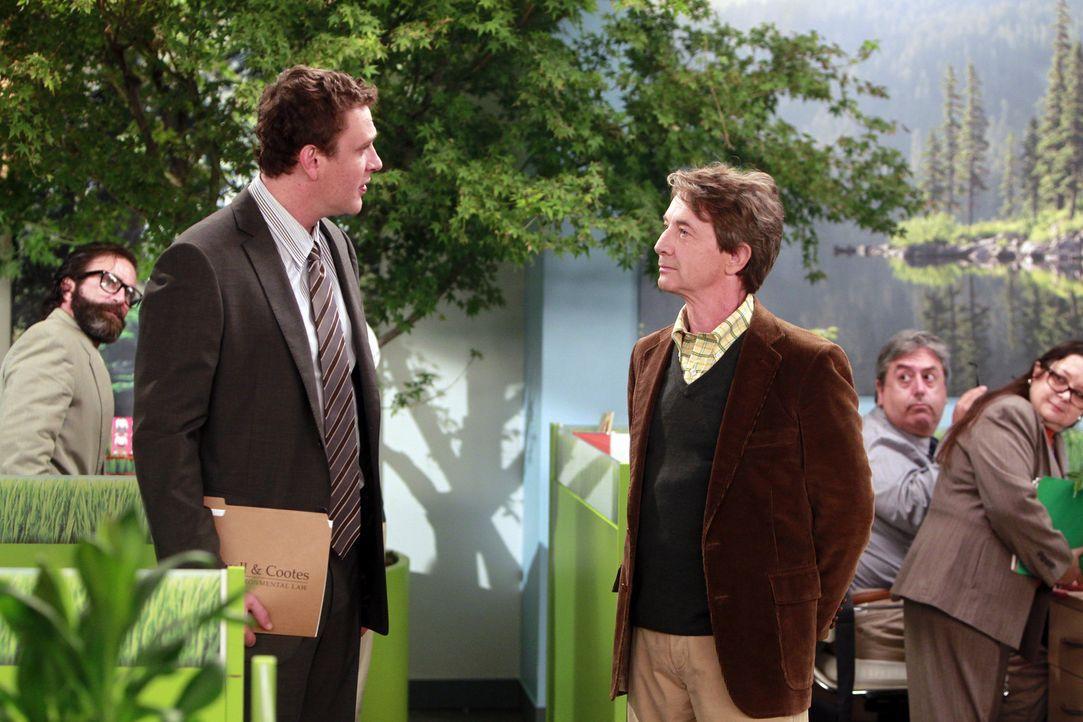 Als Marshall (Jason Segel, l.) sieht, wie schwach sein neuer Boss Garrison Cootes (Martin Short, r.) an die Einigung mit einem großen Unternehmen h... - Bildquelle: 20th Century Fox International Television