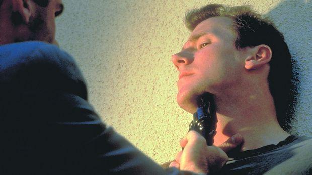 Zur falschen Zeit am falschen Ort: Sam Reed (Frederick Deane) ...