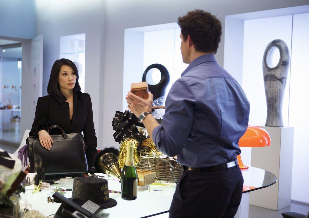 Als Daniel (Eric Mabius, r.) für seinen Vater die erfolgreiche Rechtsanwältin Grace Chin (Lucy Liu, l.) engagieren will, werden ihm seine Jugendsünd... - Bildquelle: Buena Vista International Television