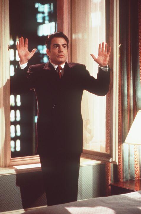 London steht Kopf. Nicht einmal James (Peter Gallagher) ist vor seinem eigenem Bruder sicher ... - Bildquelle: Warner Bros.