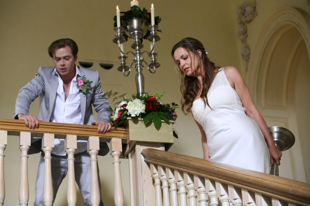 Ihre Hochzeit verläuft völlig anders als geplant: Jenny (Lucy Brown, r.) und Michael (Rory Keenan, l.) ... - Bildquelle: ITV Plc