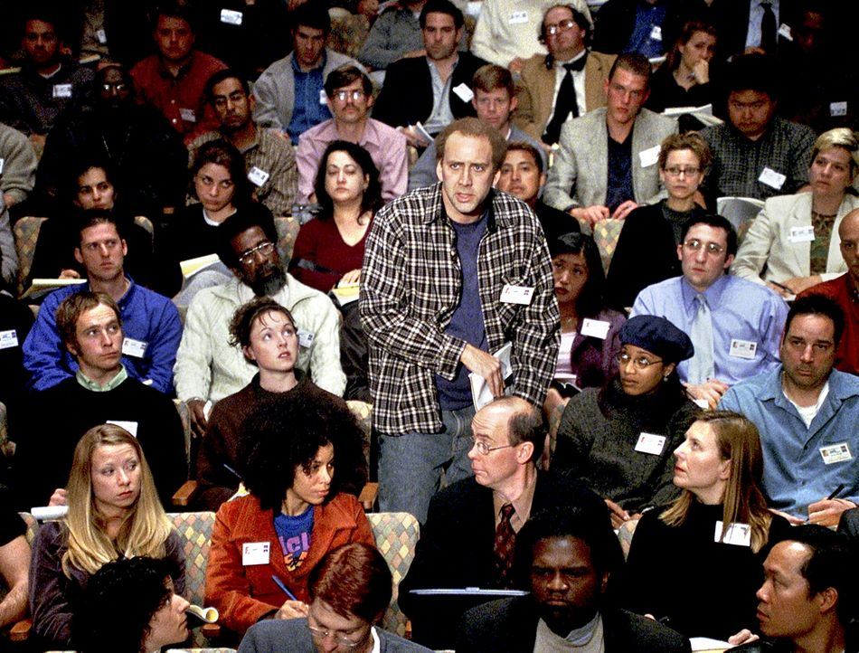 """Nachdem Charlie Kaufman (Nicolas Cage, M.) mit seinem Drehbuch zu """"Being John Malkovich"""" mehrere Auszeichnungen für sich beanspruchen konnte, fehlt... - Bildquelle: 2003 Sony Pictures Television International"""
