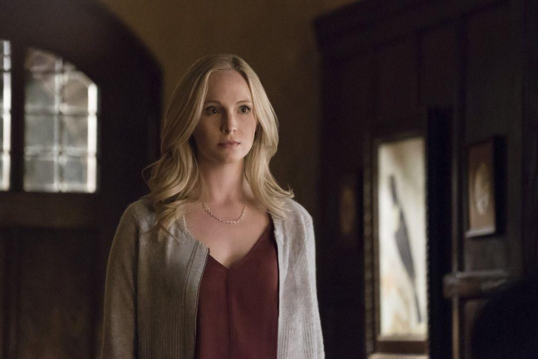 Caroline (Candice King) setzt große Hoffnungen darauf, dass sie Bonnie helfen kann, den Jägerdrang zu unterdrücken. Doch dann sorgt schon eine in de... - Bildquelle: Warner Bros. Entertainment, Inc.