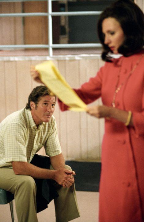 Andrea Tete (Hope Davis, r.) kann es nicht fassen: Steht der Autor Clifford Irving (Richard Gere, l.) tatsächlich in engem Kontakt zu dem exzentris... - Bildquelle: 2006 Miramax Films.